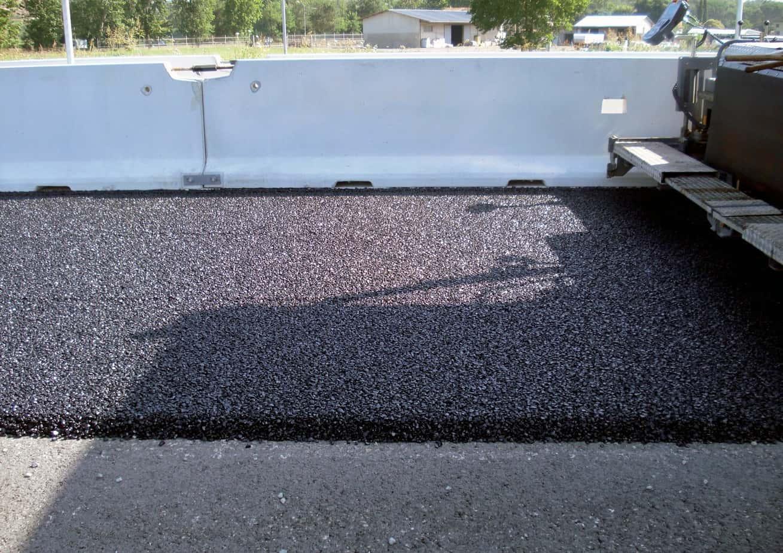 La stesa di asfalto drenante con bitume Styrelf