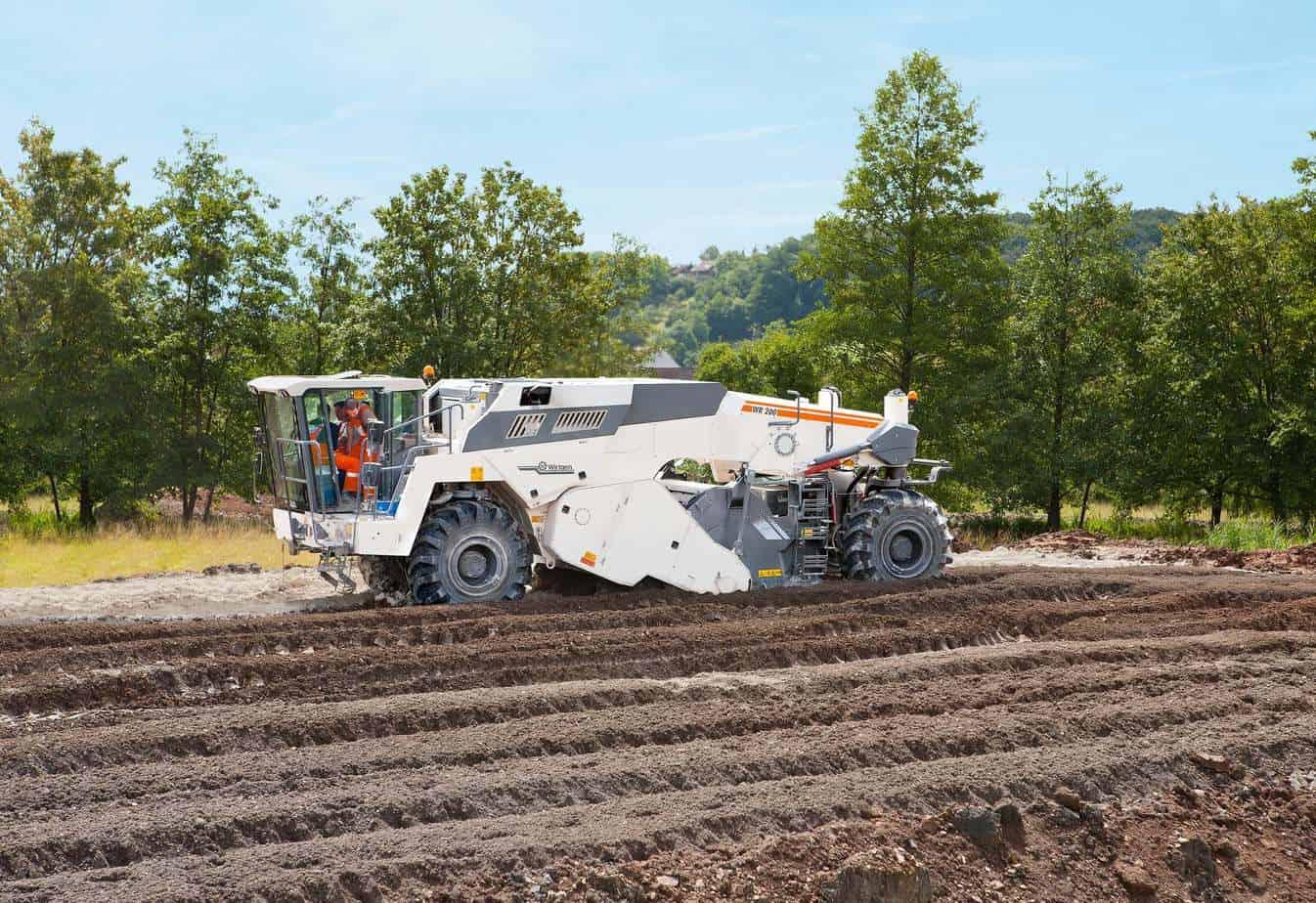 Grazie alla sua eccezionale manovrabilità, la WR200i dà il meglio di sé anche in piccoli cantieri. Questa macchina si presta perfettamente per lavori anche di un solo giorno, poiché non necessita di nessun permesso per trasporto eccezionale