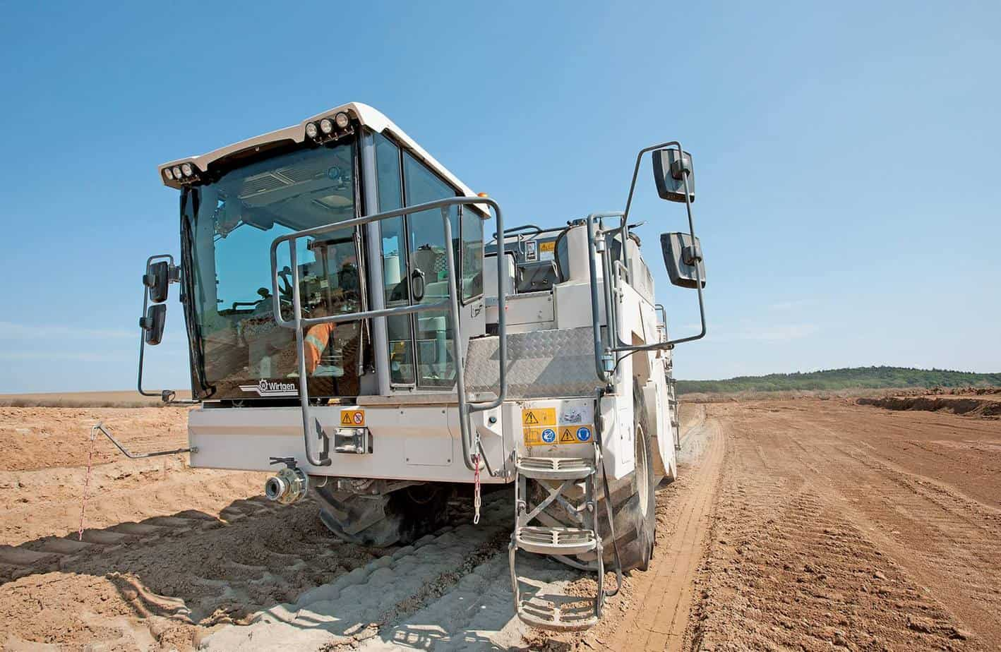 La buona visuale sul bordo di lavoro destro consente anche precise sovrapposizioni negli interventi di stabilizzazione delle terre