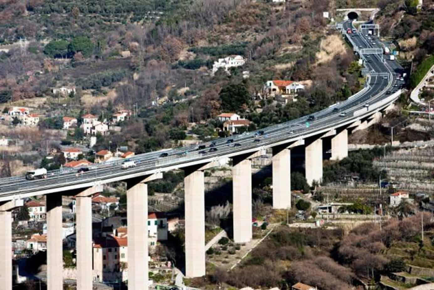 Ricerca e innovazione nell'ambito di Horizon 2020 si concentreranno su settori chiave per sfruttare le prestazioni delle infrastrutture, favorendo il design intelligente, la costruzione e la manutenzione, nonché lo sviluppo efficiente delle risorse per infrastrutture di trasporto più intelligenti e più sicure