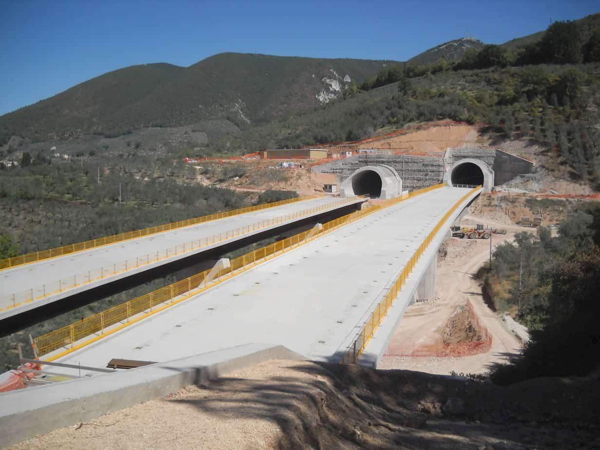 Viadotti e gallerie nei pressi di Foligno, sulla S.S. 77 delle Marche Scarl nel Dicembre 2009