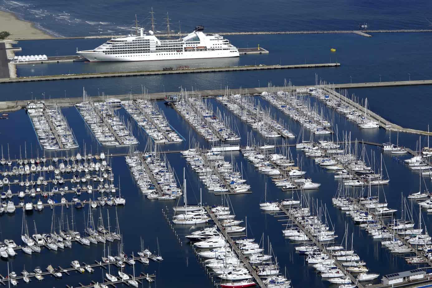Una veduta del porto turistico di Ravenna