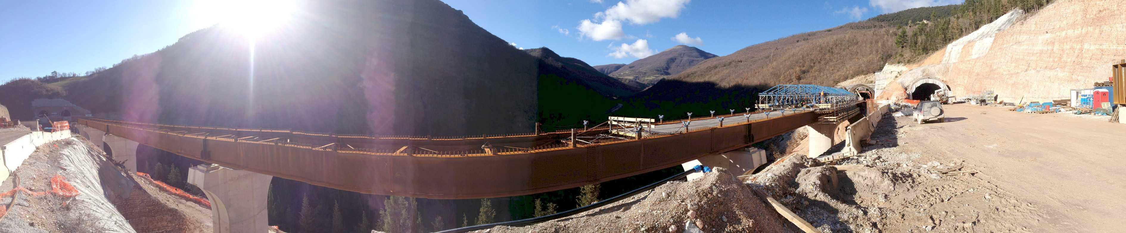 All'interno del sublotto 1.2, nel secondo tratto compreso tra i comuni di Serravalle di Chienti e Muccia,tra le gallerie naturali Muccia e Costafiore la valle, solcata dal fiume Chienti, viene attraversata dal viadotto Chienti 2