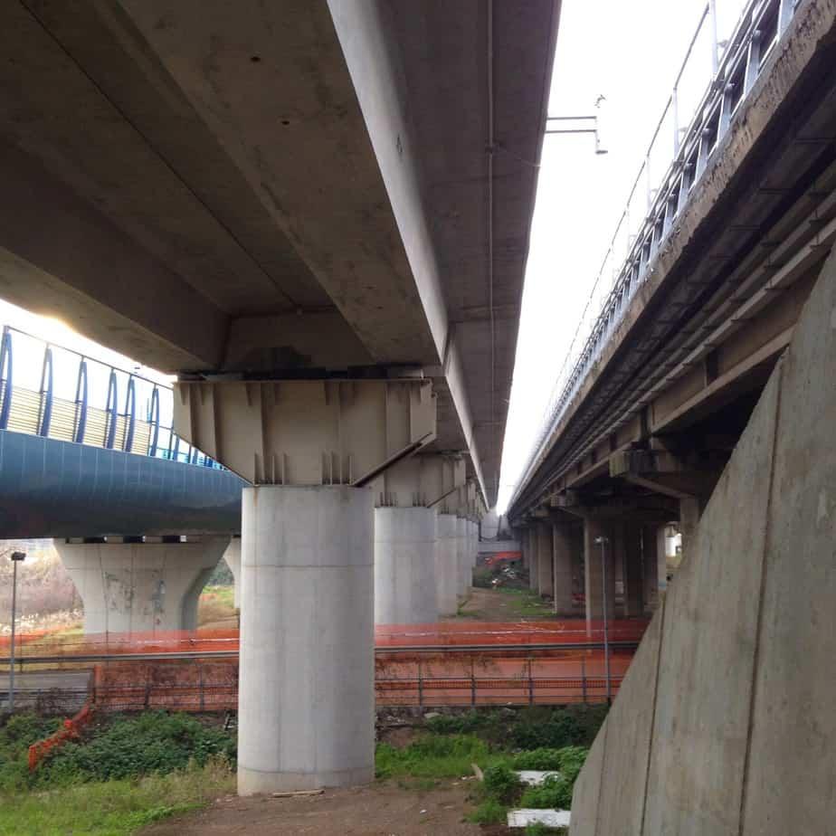 Il nuovo viadotto Osa con a destra e sinistra, rispettivamente, gli omonimi viadotti dell'esistente A24 e della linea ferroviaria ad Alta Velocità RM-NA