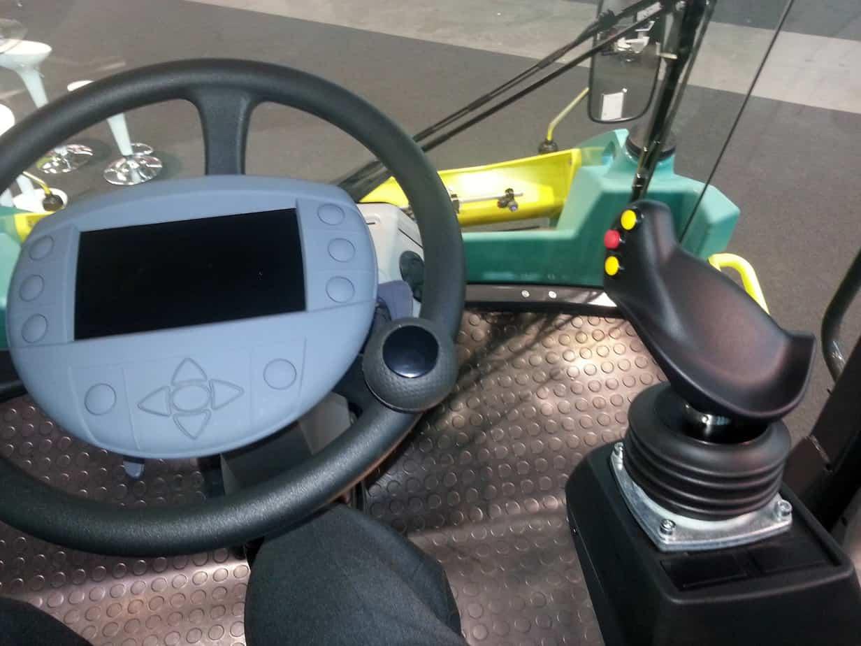 Il cruscotto integrato nel volante per un monitoraggio globale