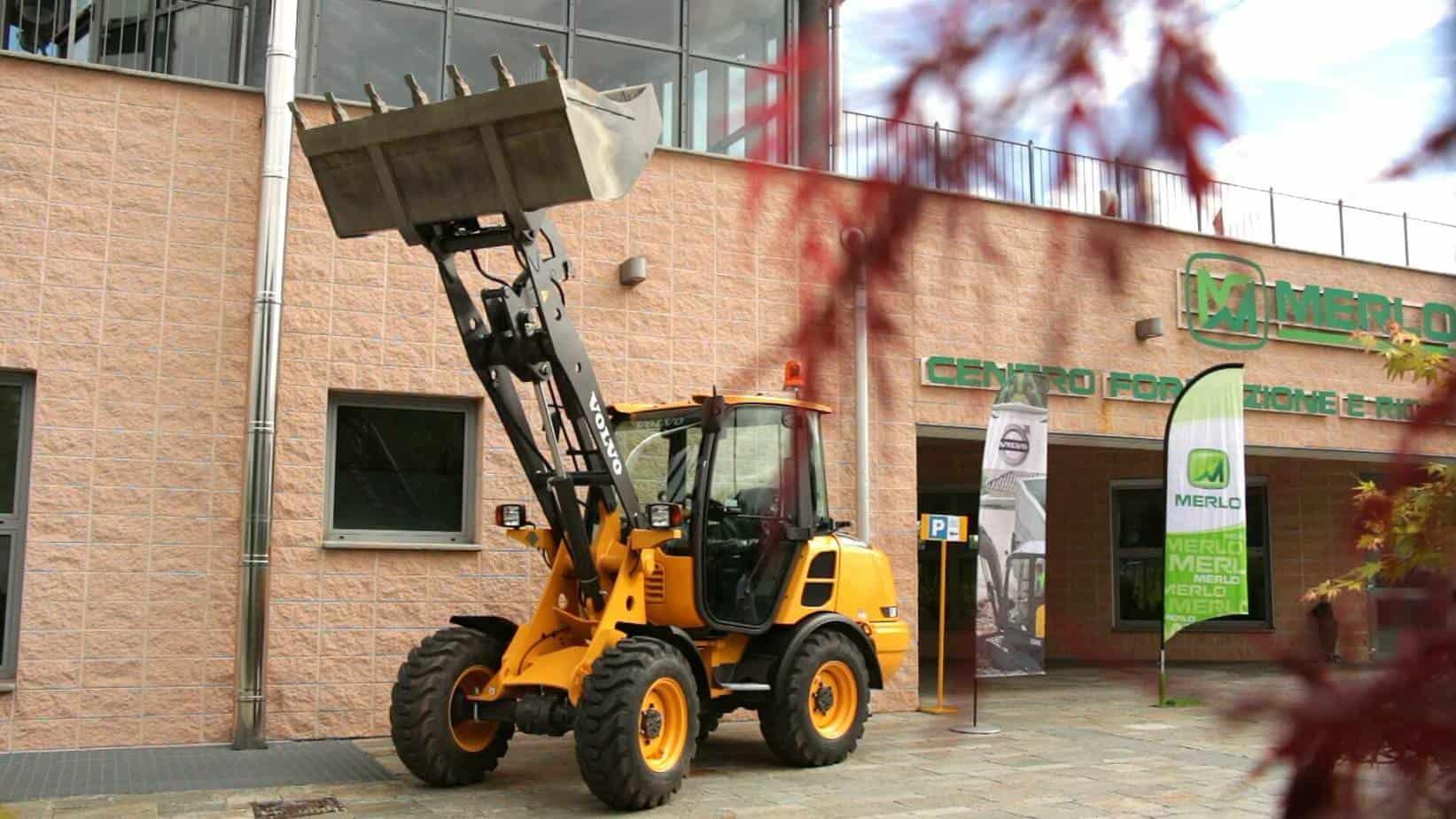 Con la presentazione ufficiale dei Corsi Macchine Movimento Terra, disponibili a partire da Maggio 2014, CFRM e Volvo CE Italia offrono agli operatori l'opportunità di frequentare il Centro più qualificato a livello nazionale per questo tipo di formazione