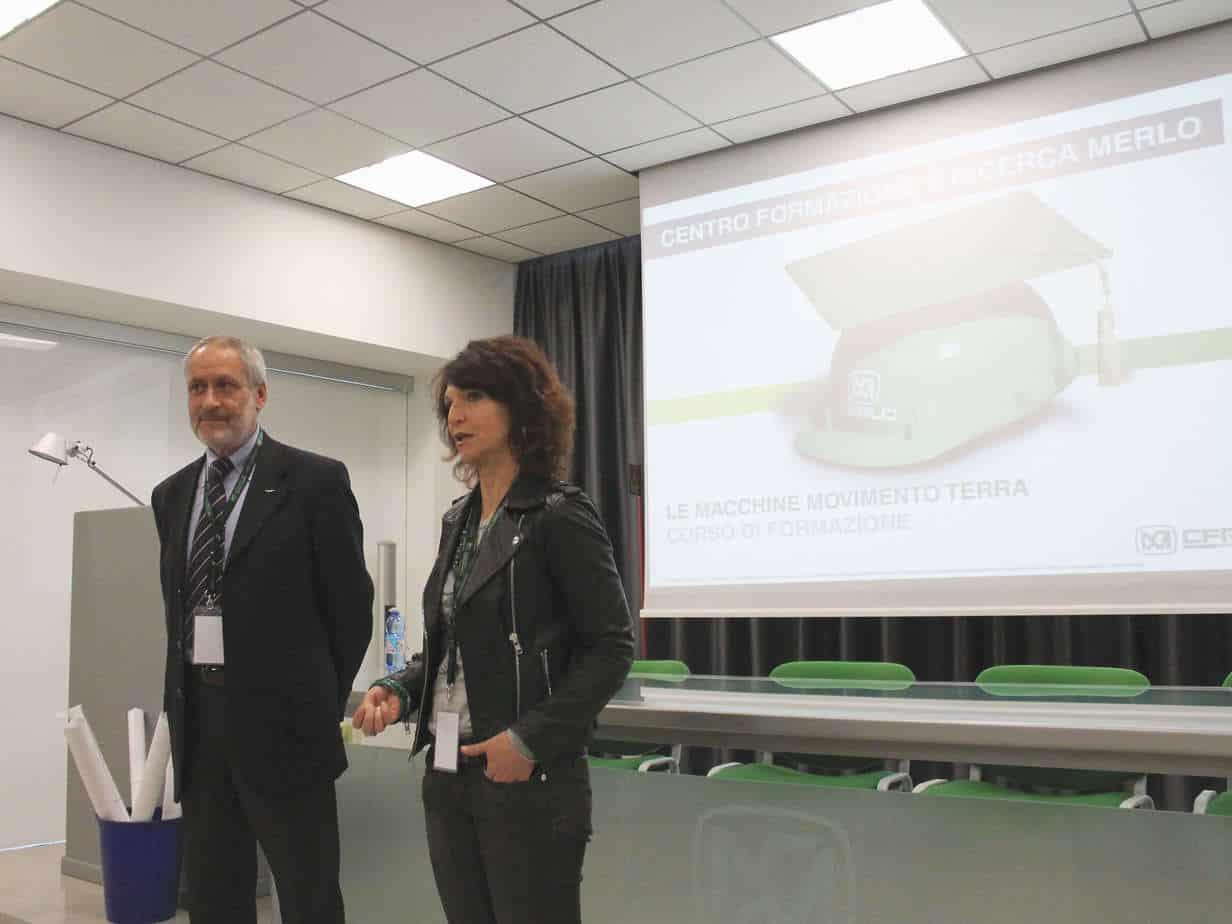 Il Dott. Paolo Peretti, Direttore del Centro Formazionee Ricerca Merlo Srl (CFRM), e la Dott.ssa Elena Pallicelli, Direttore Marketing di Volvo CE Italia SpA