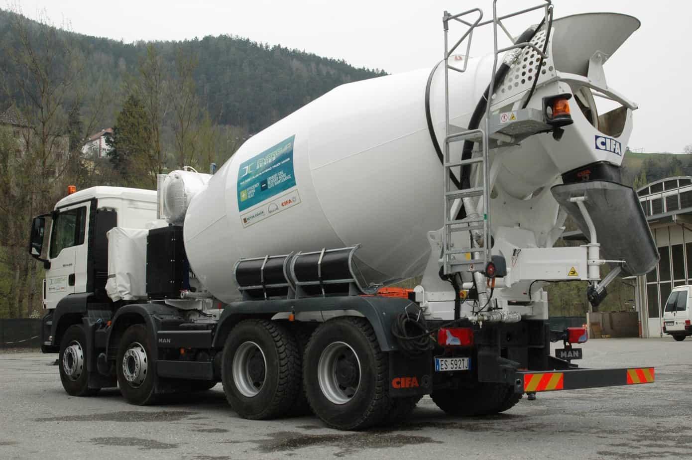 Il veicolo da 32 t della gamma TGS, MAN con autotelaio a quattro assi per betoniere e trazione 8x4 più leggero d'Europa