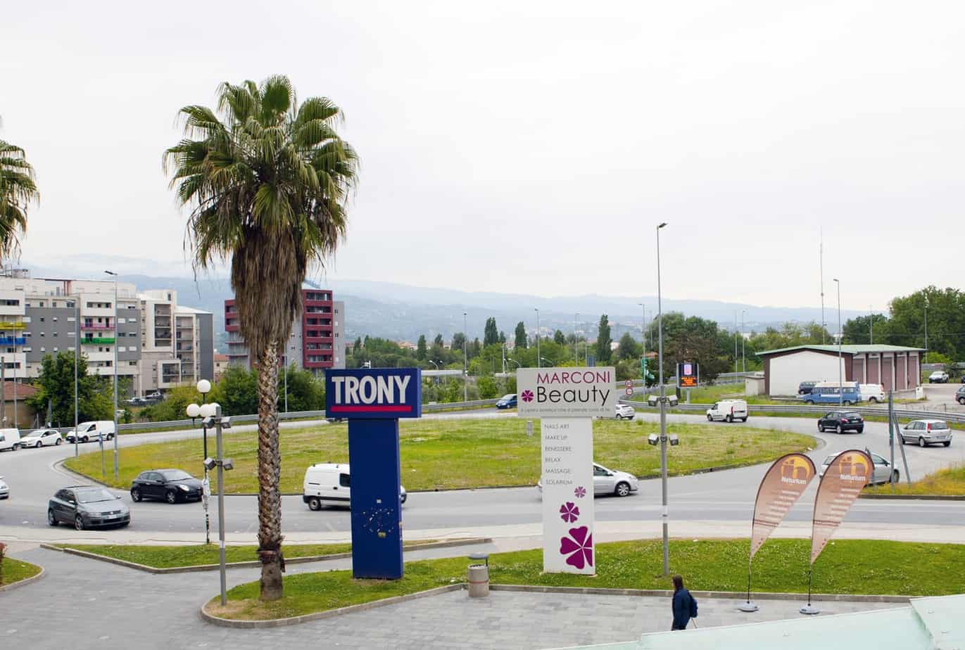 Una vista di una rotatoria nel centro urbano di Rende