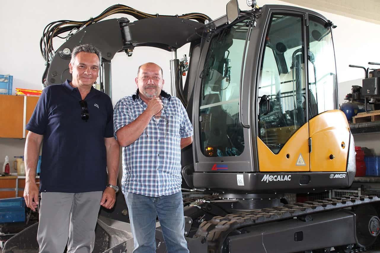 A sinistra Alessandro Mazzei, co-Titolare della Aerotecnica di Calenzano (FI), insieme al responsabile del parco macchine del Gruppo Sodi