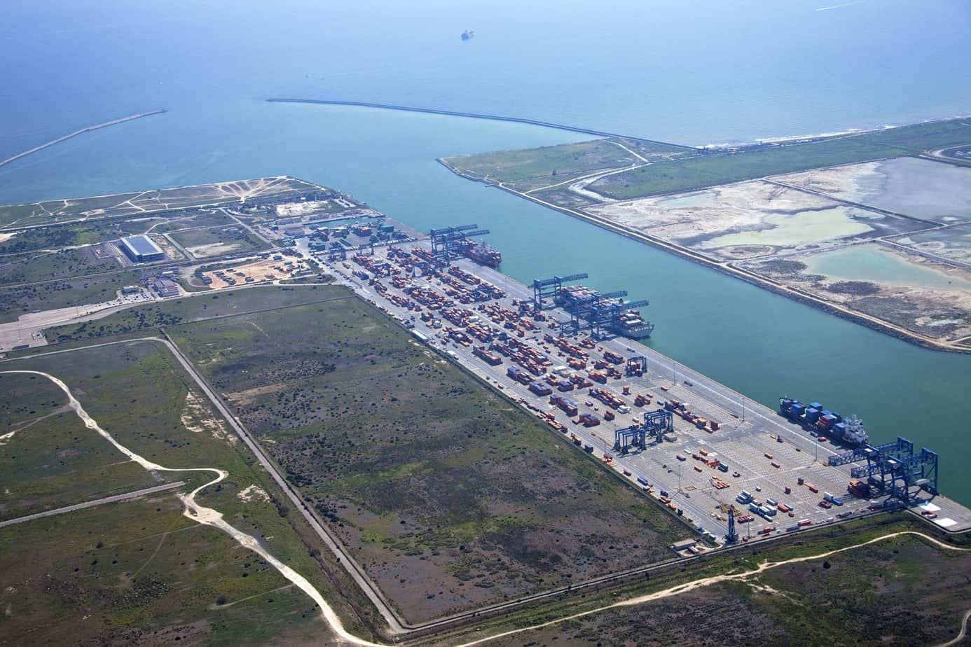 Una veduta del porto canale di Cagliari