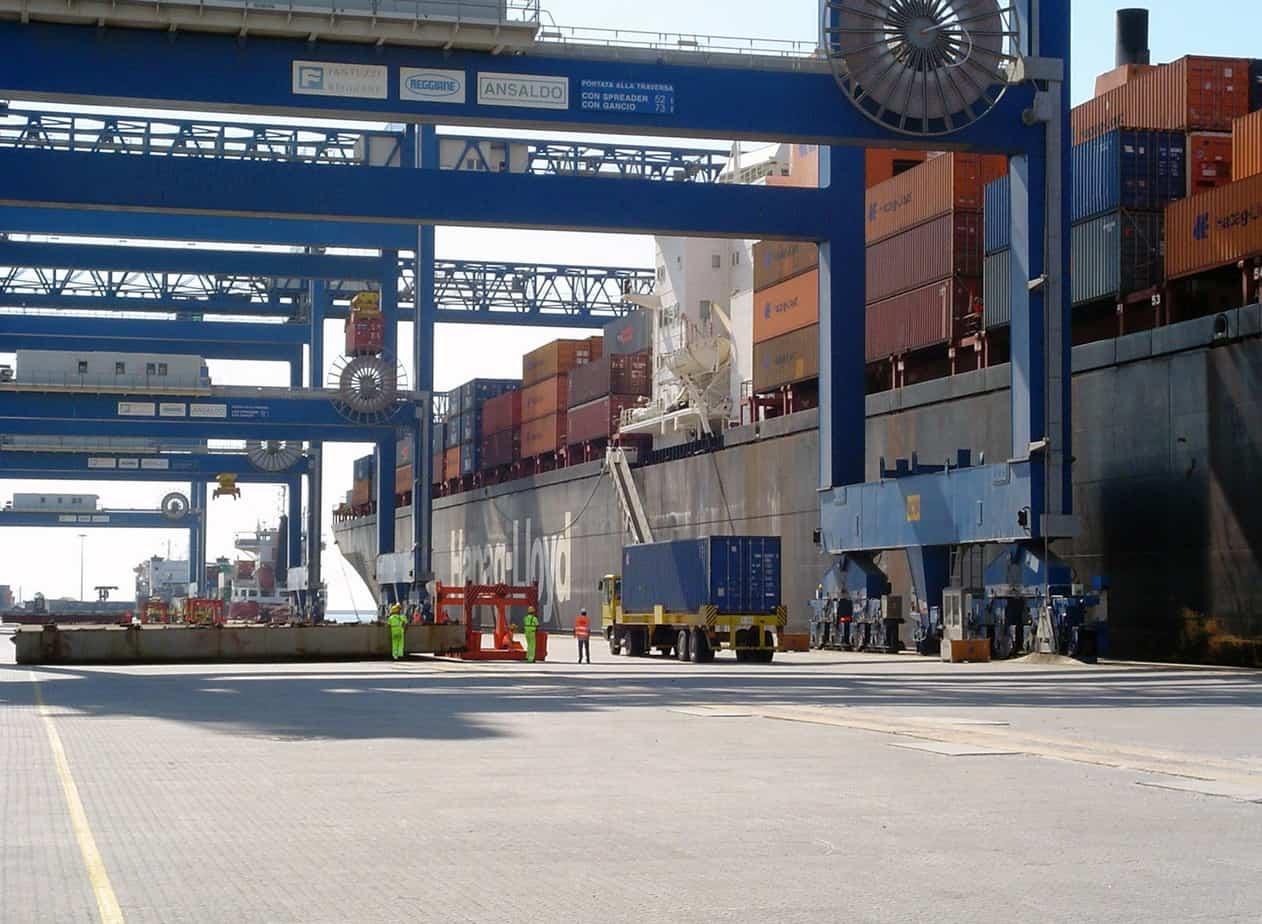Le gru Panamax del porto canale, che presto saranno sostituite da nuovi macchinari adatti alle navi portacontainer di maggiori dimensioni