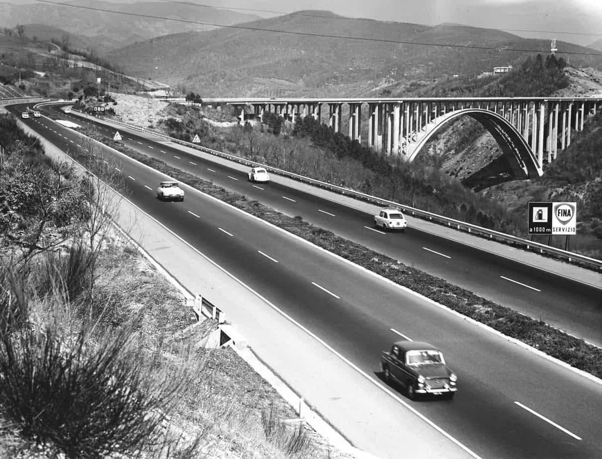 Il viadotto sul torrente Aglio tra Bologna e Firenze sulla Autostrada del Sole: Guido Oberti con l'Impresa Romagnoli, cantiere del 1960
