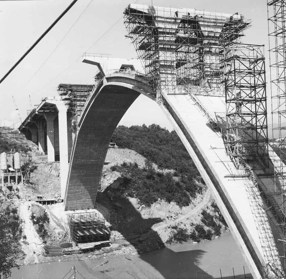 Il viadotto San Giuliano tra Firenze e Roma sulla Autostrada del Sole: Carlo Cestelli Guidi con l'Impresa De Lieto, cantiere del 1962