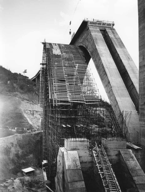 Il ponte sull'Arno a Incisa tra Firenze e Roma sulla Autostrada del Sole: Silvano Zorzi con l'Impresa Astaldi, cantiere del 1963