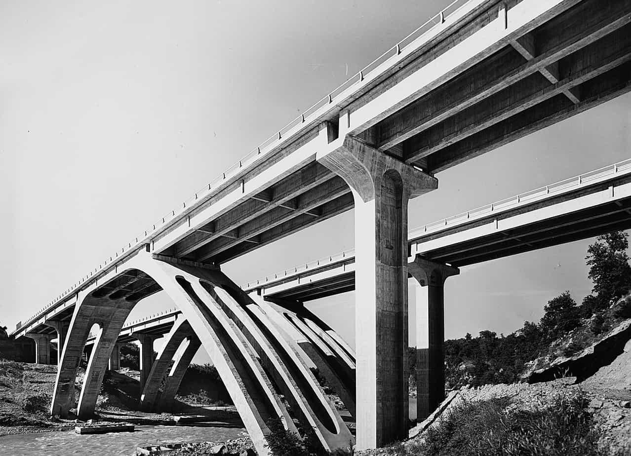Il viadotto sul Borro Caprenne tra Firenze e Roma sulla Autostrada del Sole: Arrigo Carè e Giorgio Giannelli con l'Impresa Astaldi, cantiere del 1963