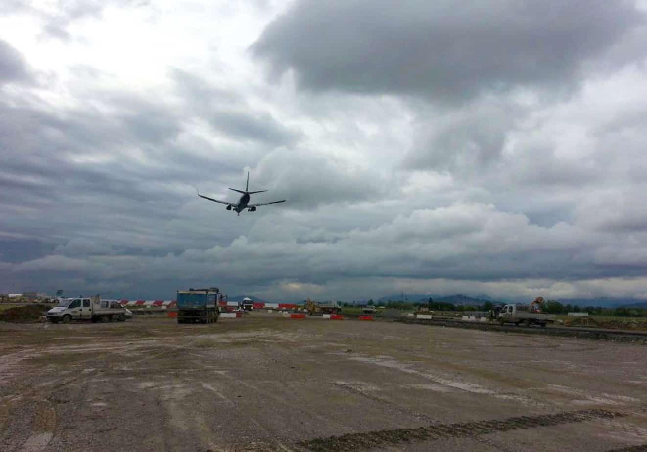Il cantiere in testata 28 e l'atterraggio con soglia spostata