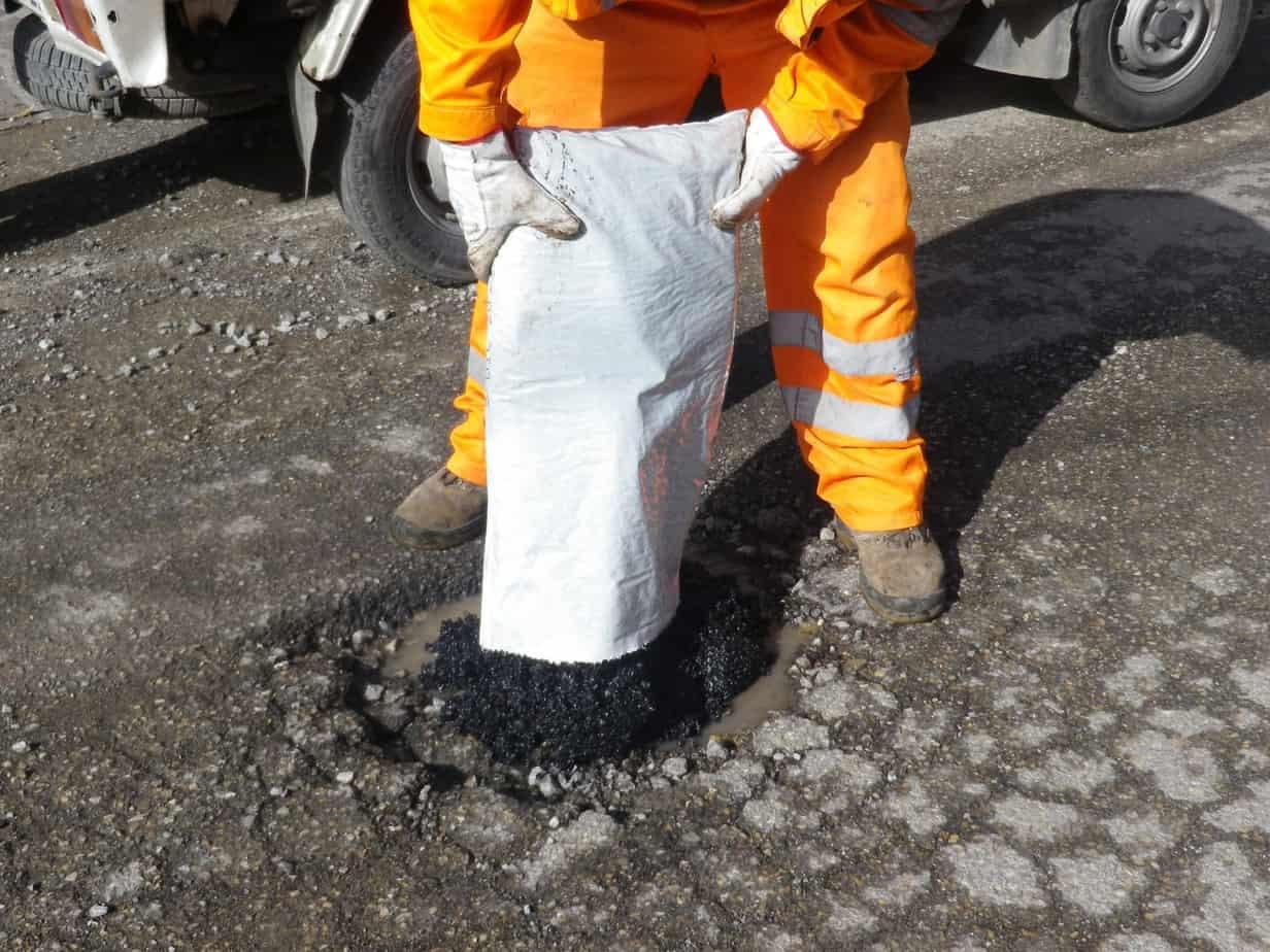 Il Comune di Montevarchi utilizza il Roadfix per la manutenzione della rete stradale che, applicabile in presenza di pioggia o di acqua stagnante, garantisce interventi definitivi