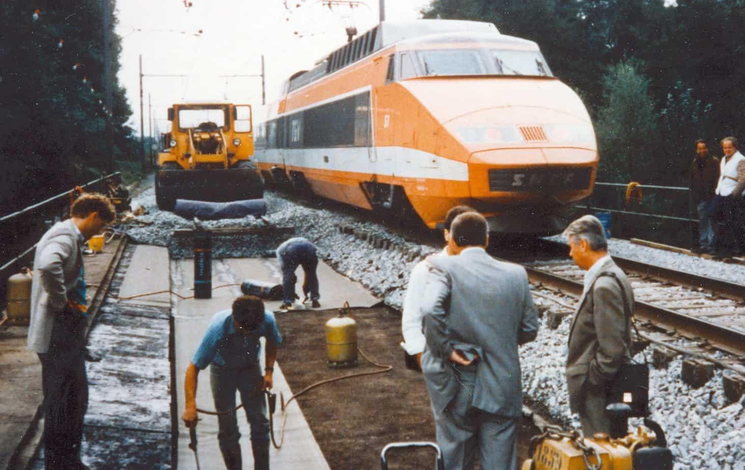 Il rifacimento con Testudo Road di un ponte ferroviario francese nel 1980