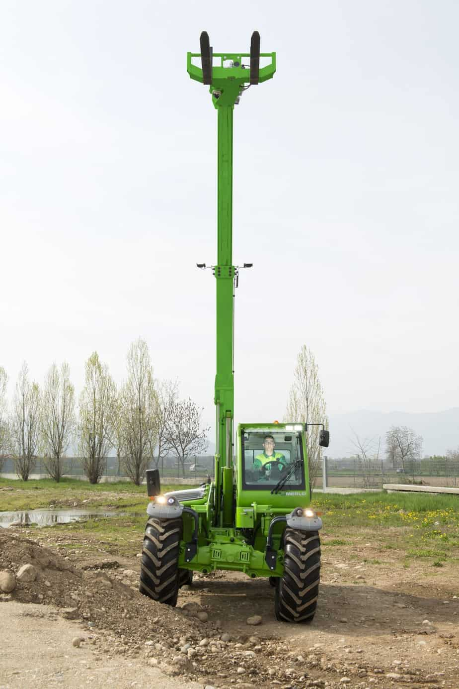 Il sistema TT permette di livellare il braccio e spostarlo lateralmente per andare a inforcare il carico senza dover riposizionare il sollevatore