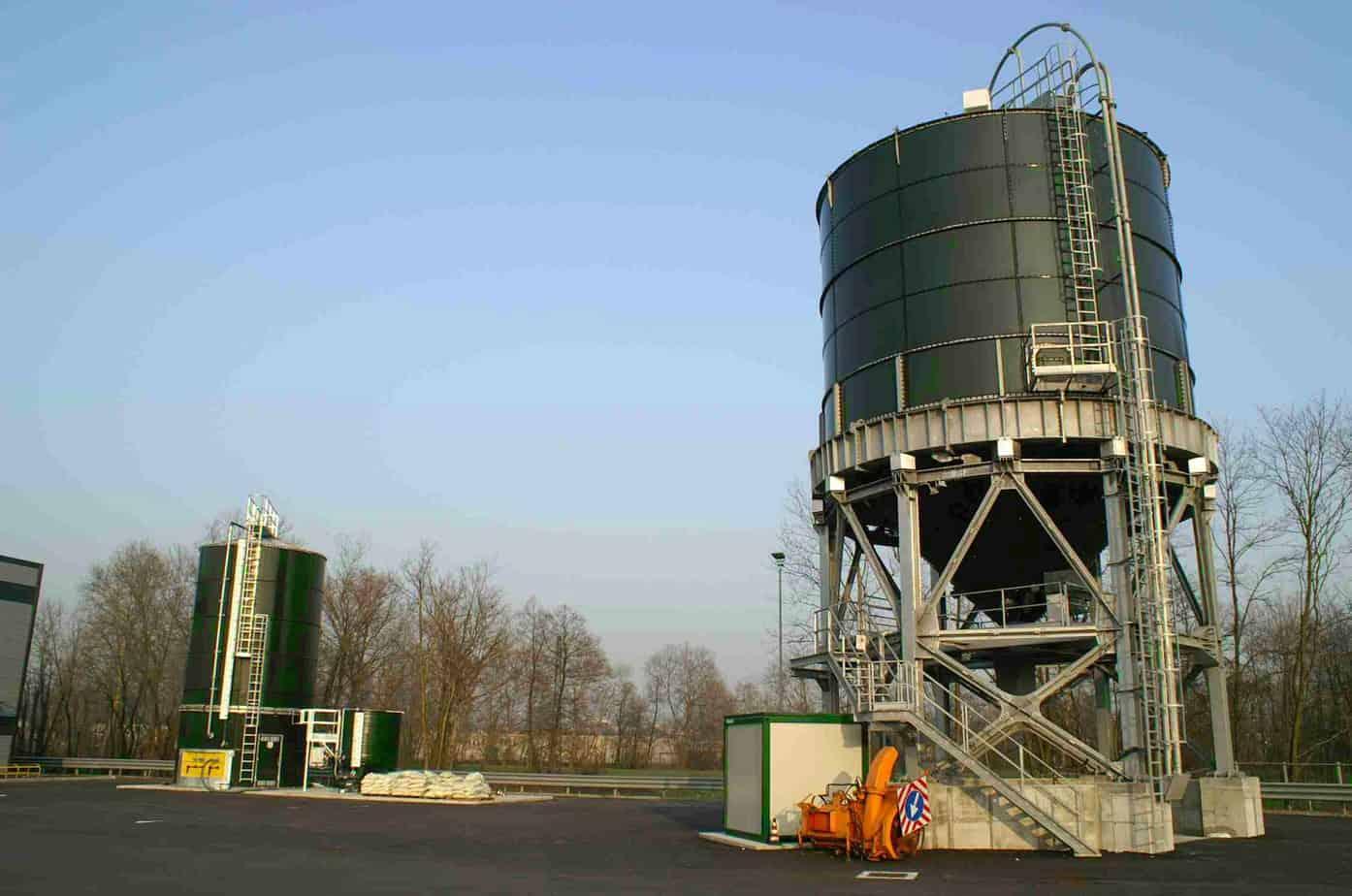 L'impianto Self Service del sale da 750 t con impianto per la preparazione in house e lo stoccaggio delle soluzioni saline da 140.000 l (Autostrade per l'Italia, P.M. Como)