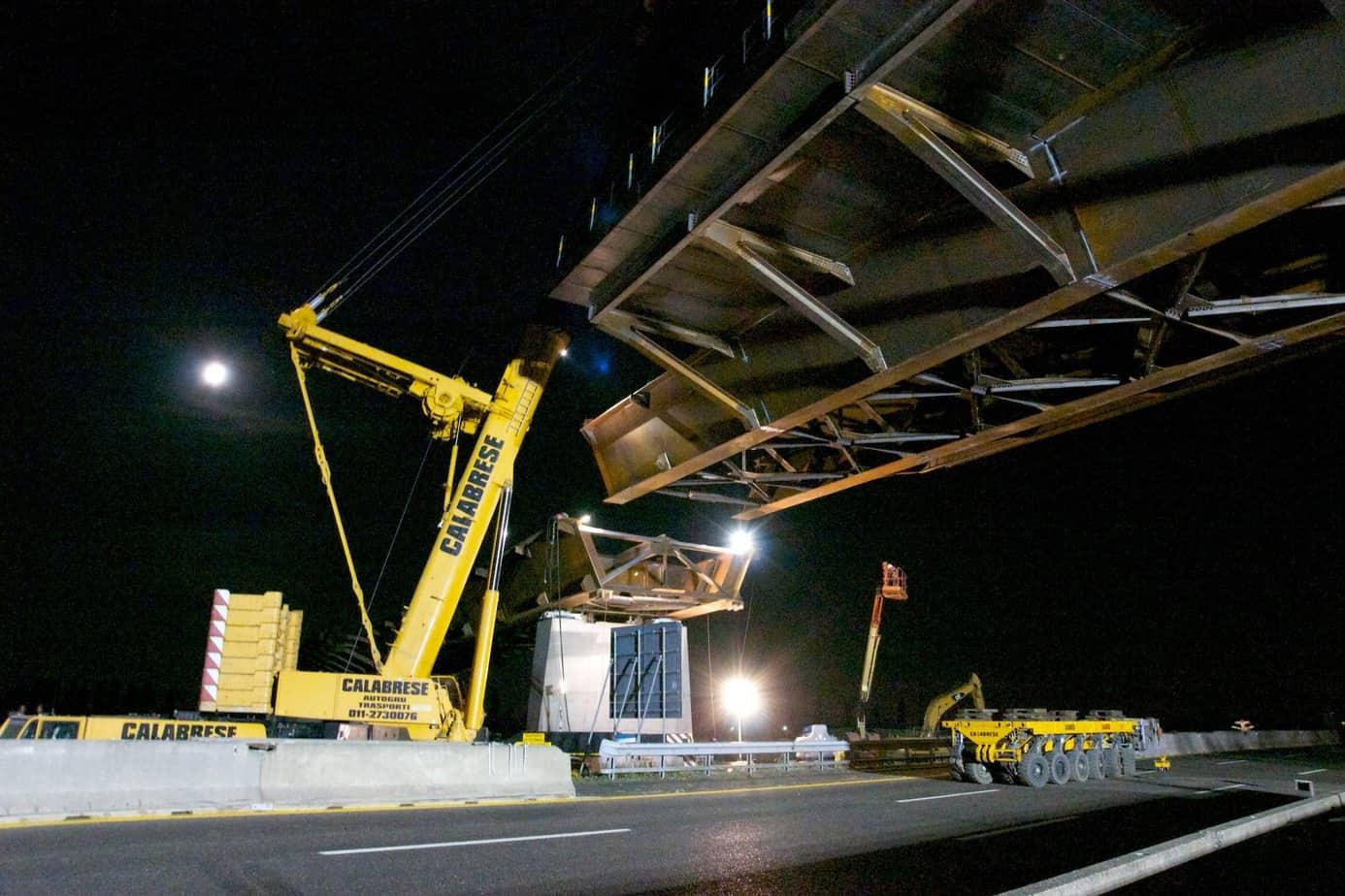 La sequenza dell'operazione di varo del collegamento tra TEEM-A58 e Autostrada del Sole A1 realizzato con il viadotto Lambro