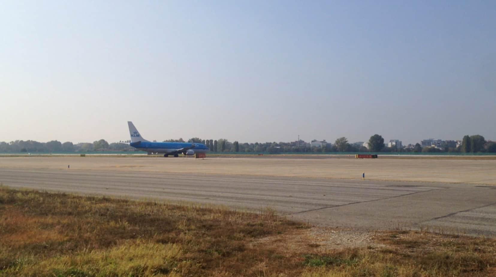 Un Boeing 737 in transito sui sensori