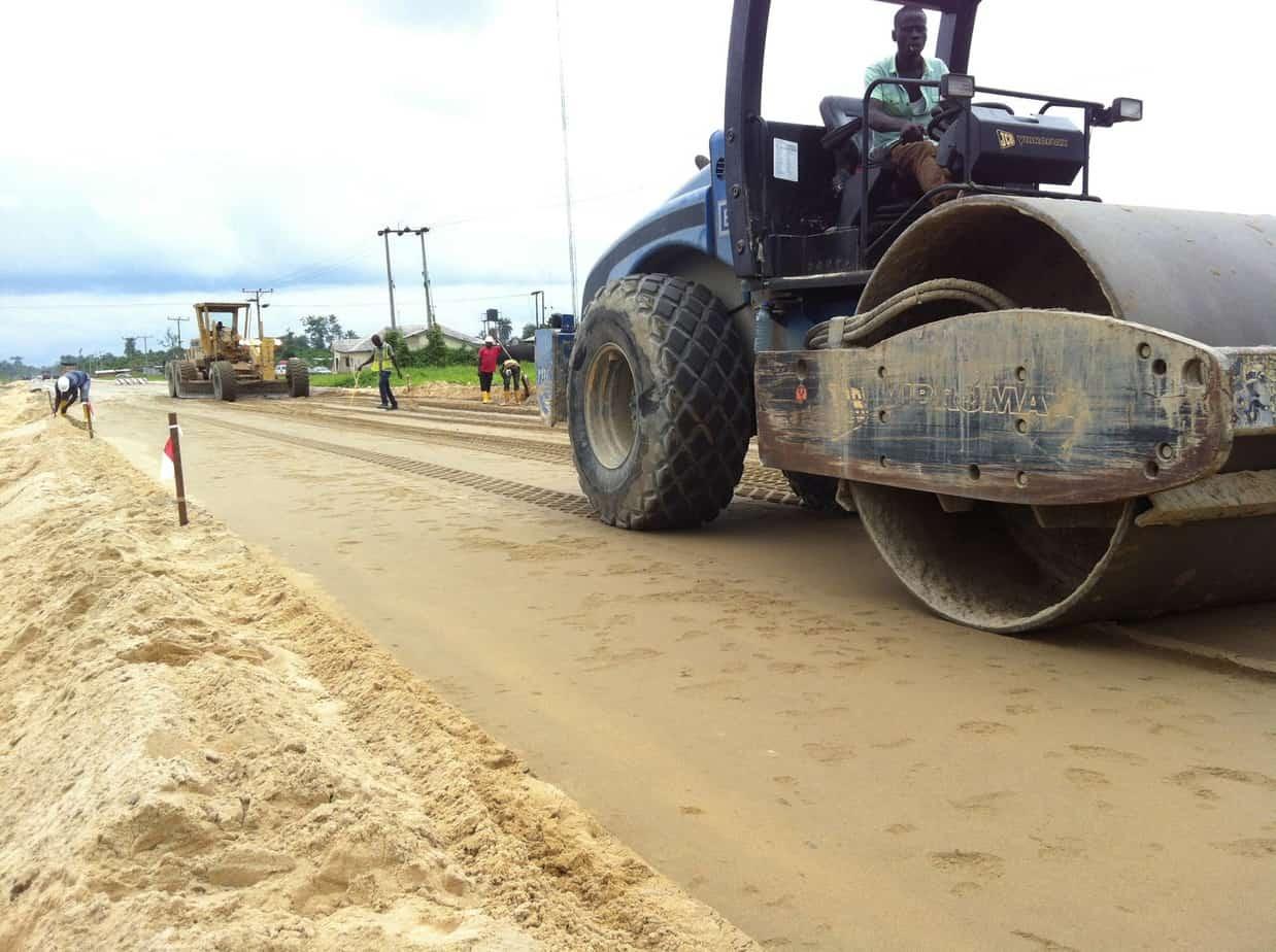 Lo strato di fondazione: la compattazione della miscela sabbia-cemento prodotta in sito