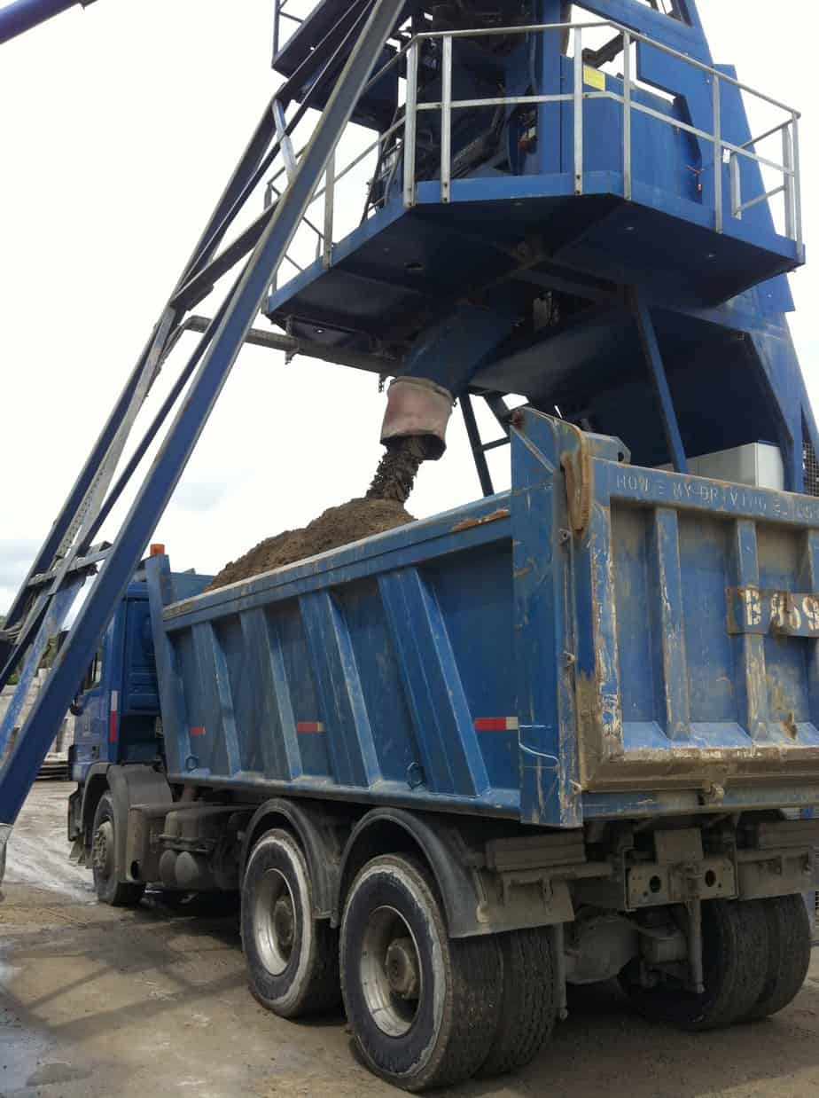 Lo strato di fondazione: una miscela sabbia-cemento prodotta in centrale