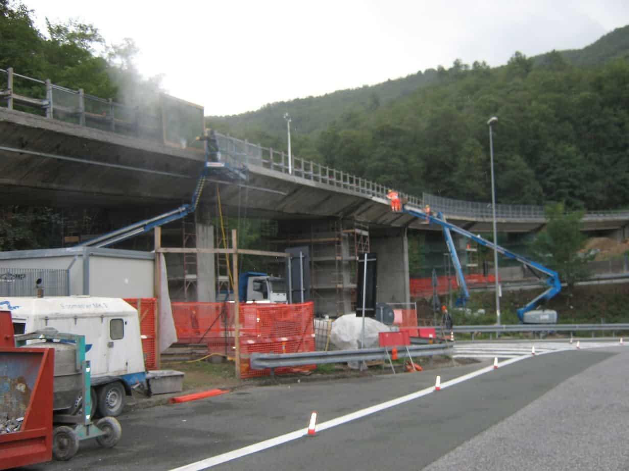 La vista del cantiere dell'intervento di risanamento del viadotto Carrodano