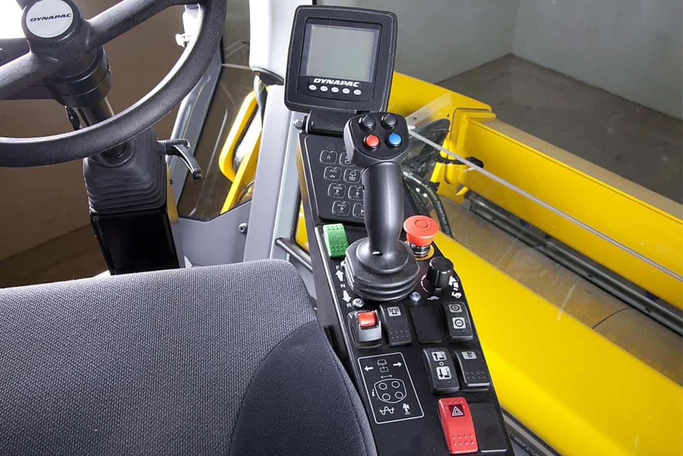 La postazione di guida offre la massima ergonomia per l'operatore