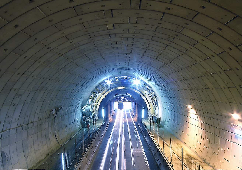 La galleria Nazzano: a due fornici adiacenti di lunghezza pari a 337 m, sulla A1 Milano-Napoli a circa 40 km da Roma