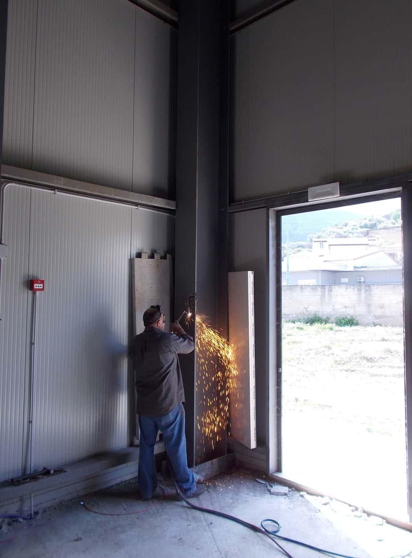 Particolari del prelievo di carpenteria metallica