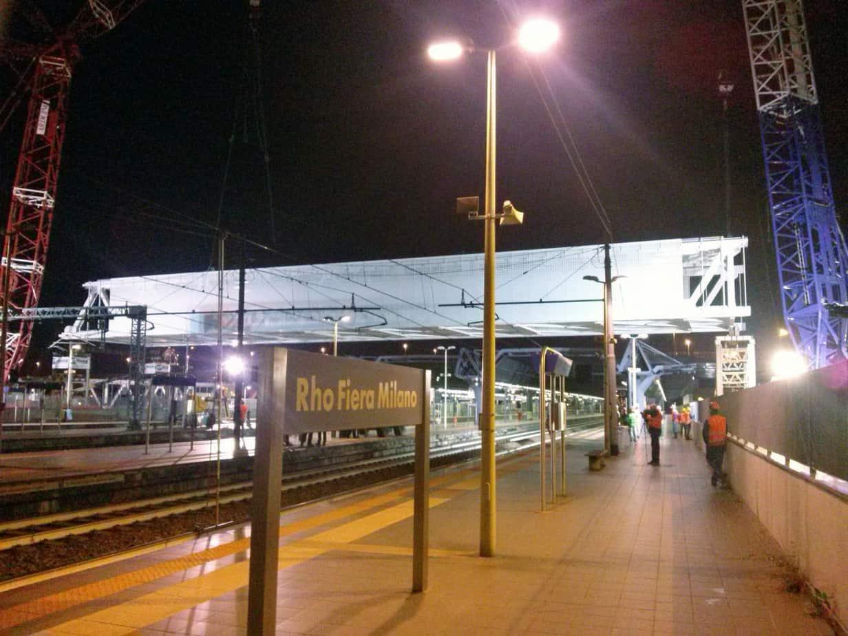 Il sollevamento del tratto G sopra la stazione ferroviaria Rho Fiera di Milano