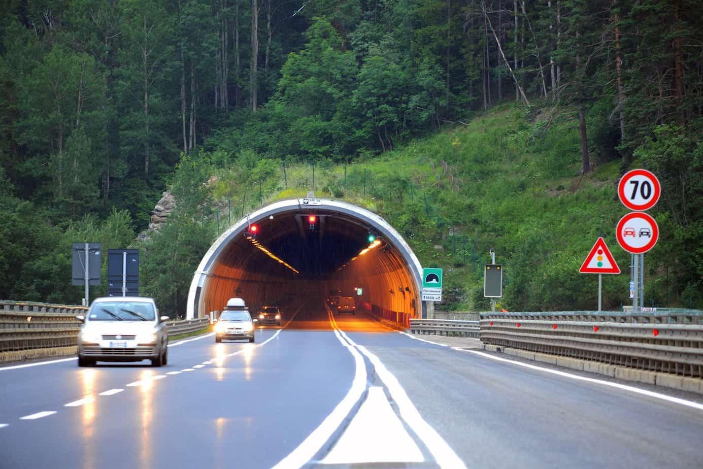 La galleria Pierremenaud sulla A32 Torino-Bardonecchia