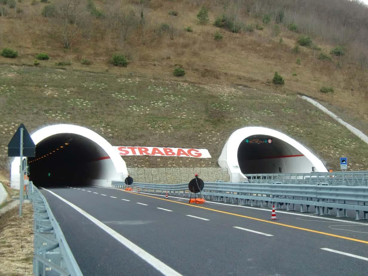 I portali orientali del tunnel Varano, la più lunga galleria delle Marche