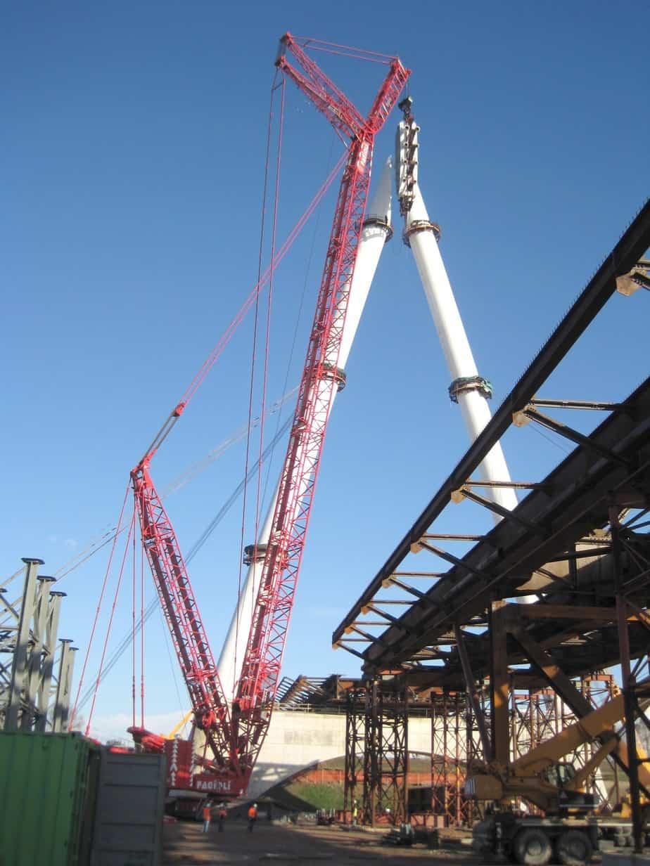 La costruzione delle antenne del ponte sul fiume Adige (Autostrada A31)