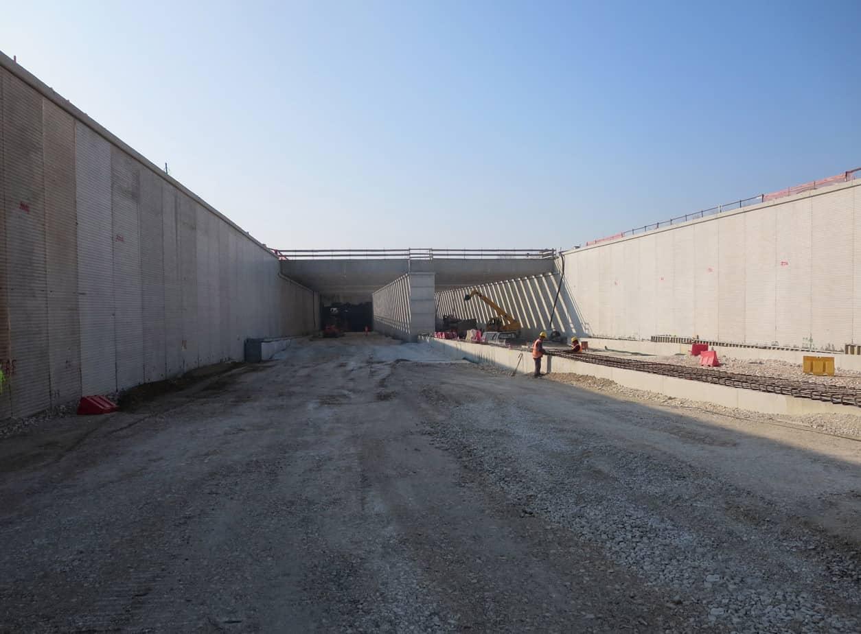 L'imbocco della galleria artificiale sotto il canale Liona (Autostrada A31)