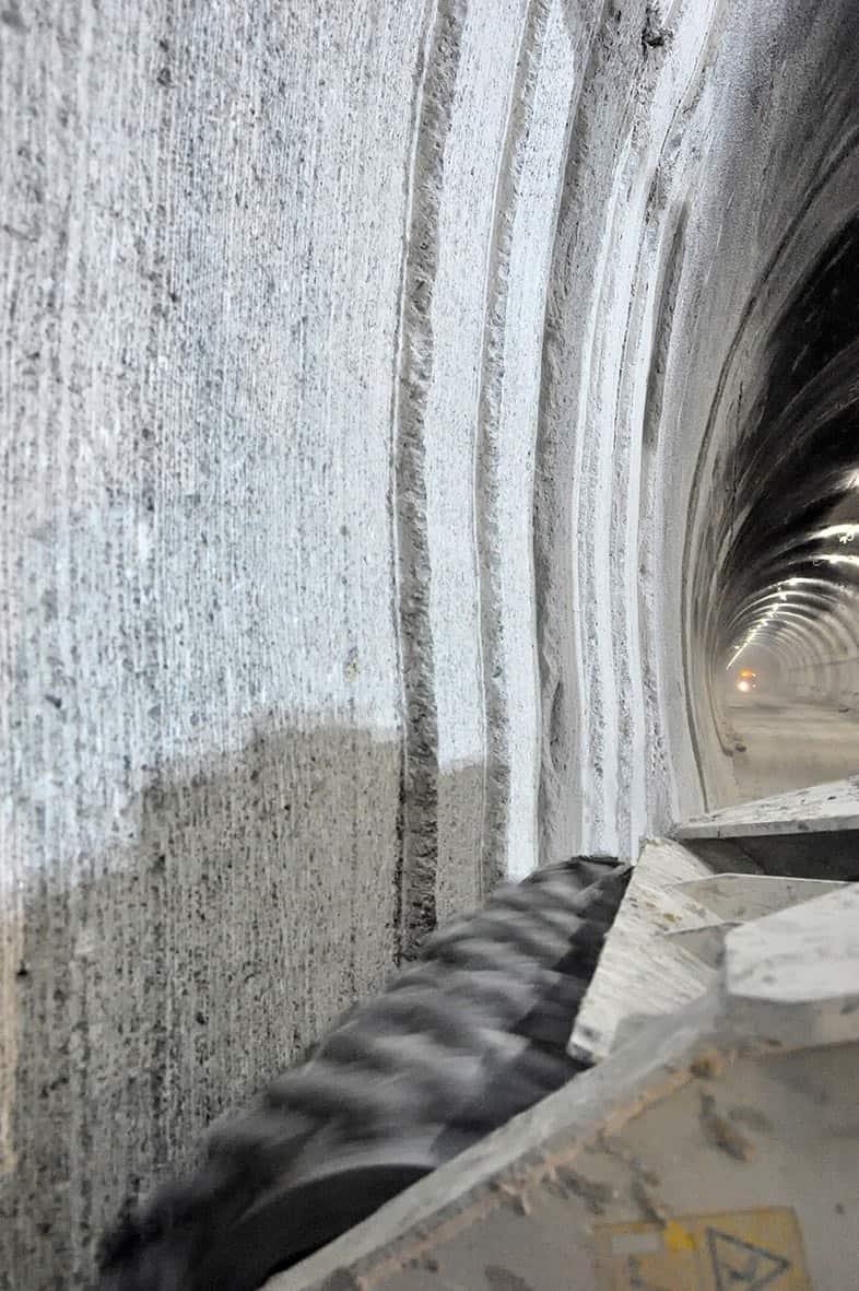 In evidenza i progressivi passaggi di profilatura della galleria Fossino, sull'Autostrada A3 Salerno-Reggio Calabria, tra Lauria Sud e Laino Borgo