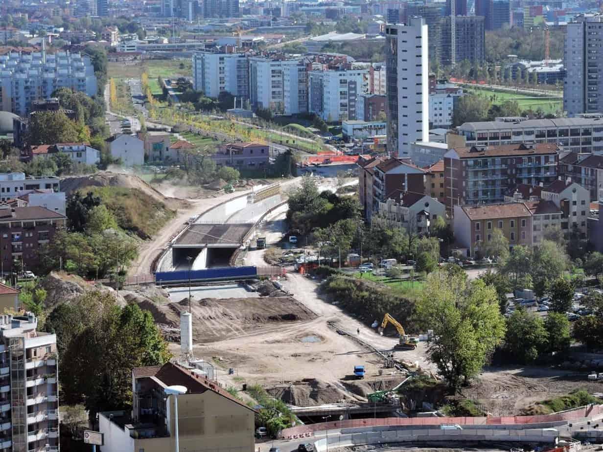 Una panoramica del cantiere dell'asse stradale che collegherà Via Eritrea con il sito Expo 2015