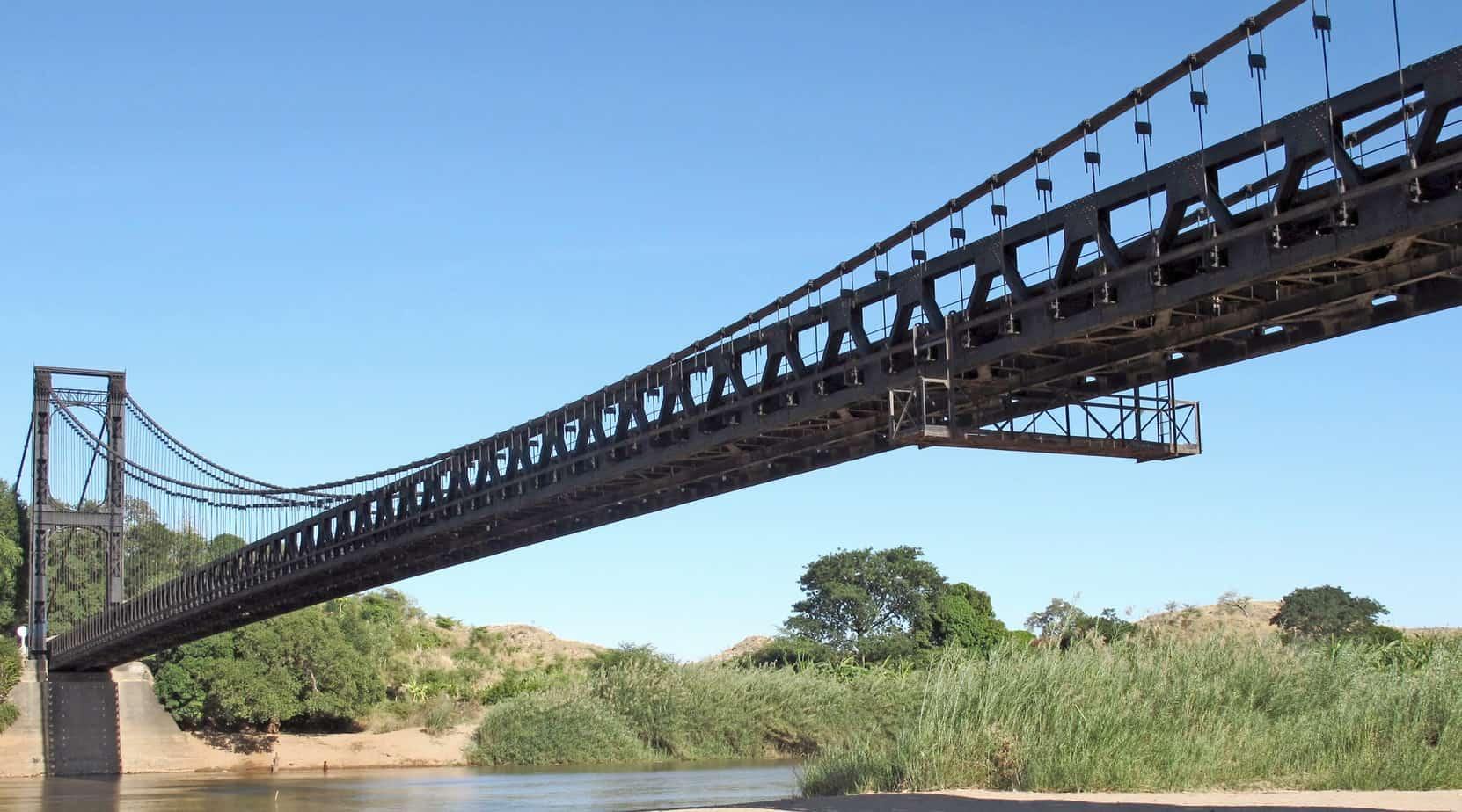 Una vista del ponte dal fiume
