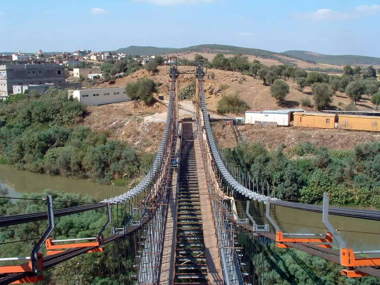 Un esempio di disposizione dei nuovi cavi lateralmente ai preesistenti: il ponte di Chiani