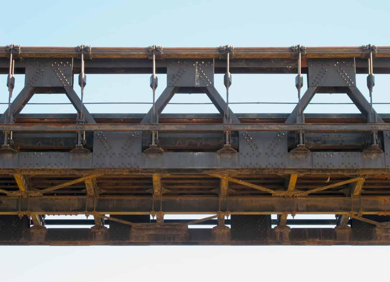 La carpenteria metallica dell'impalcato del ponte