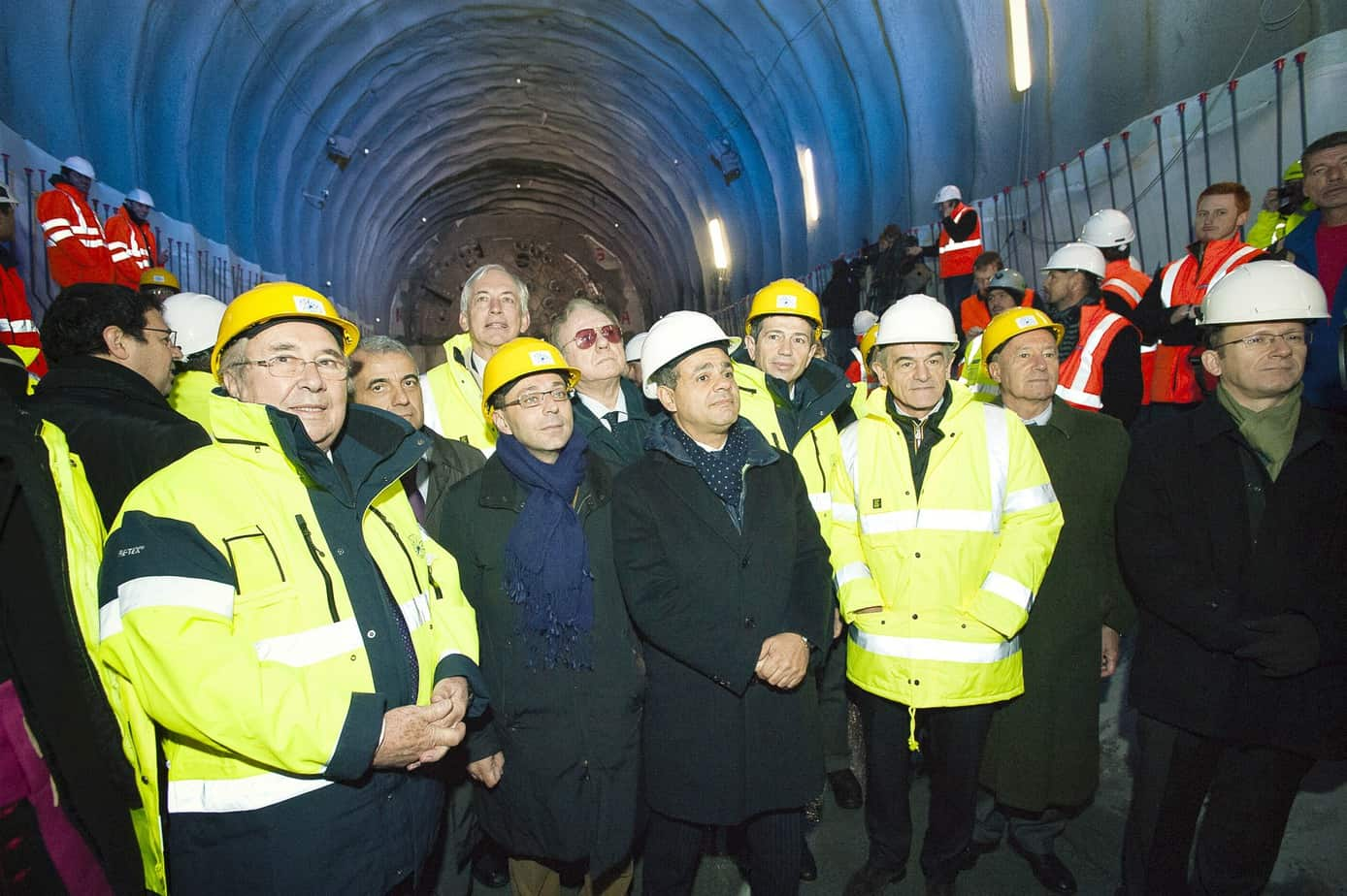 Il Presidente Cerutti (a sinistra) con le Autorità della Regione