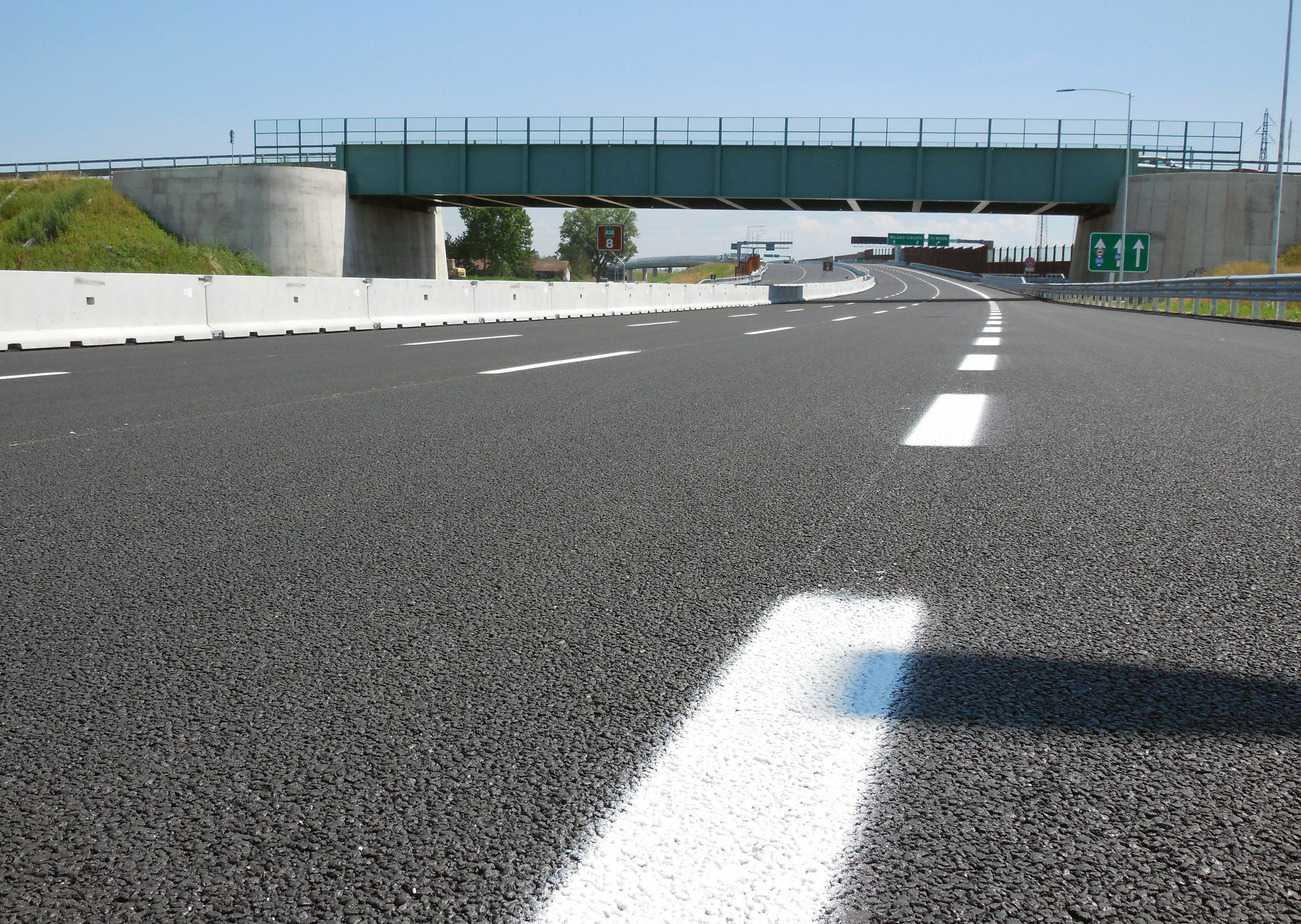 Il manto stradale con asfalto drenante sull'Arco TEEM