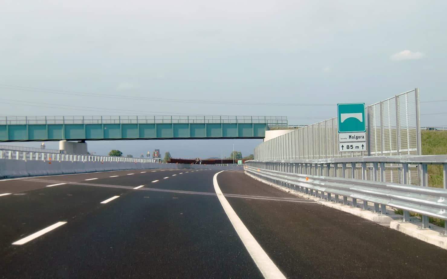 Una carreggiata dell'Arco TEEM prima dell'apertura al traffico