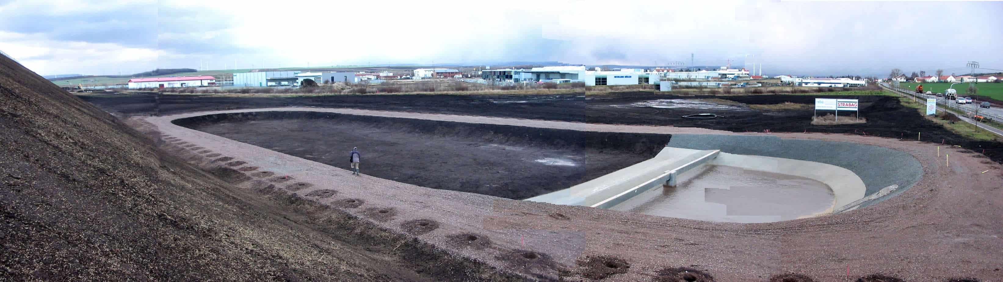 A Lipsia, la nuova autostrada in costruzione: la vasca di prima pioggia inerbita