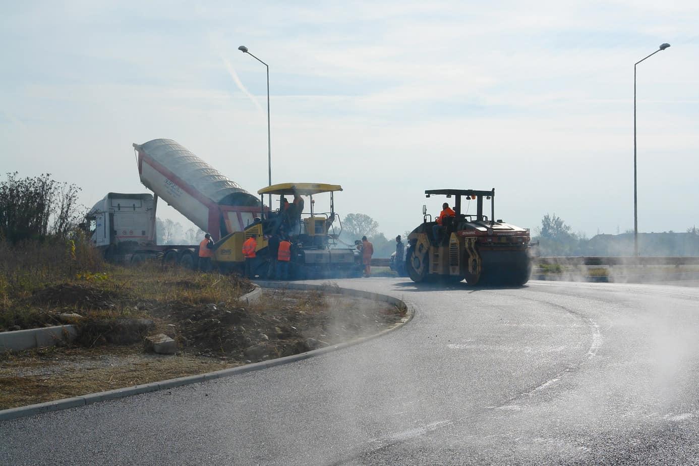 """Posa in opera del conglomerato bituminoso """"gap-graded"""" sulla circonvallazione Borgaro-Venaria"""