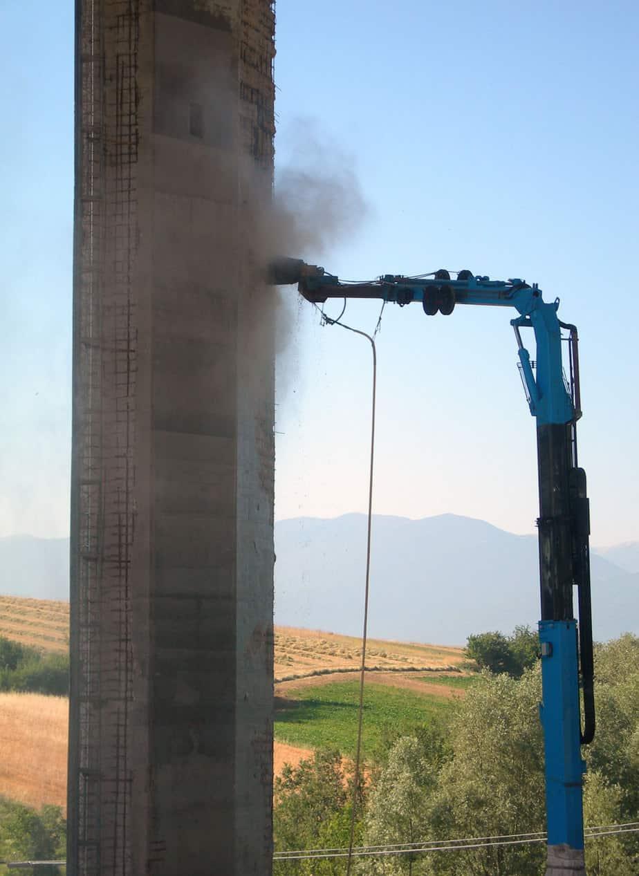 L'idroscarifica robotizzata delle superfici da ripristinare di ripristino