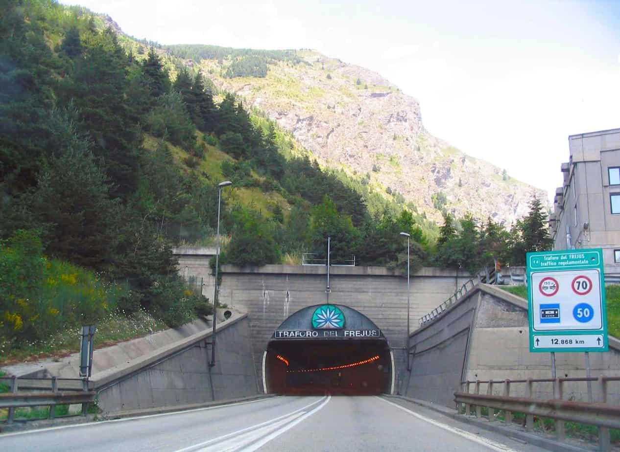 L'ingresso lato Italia